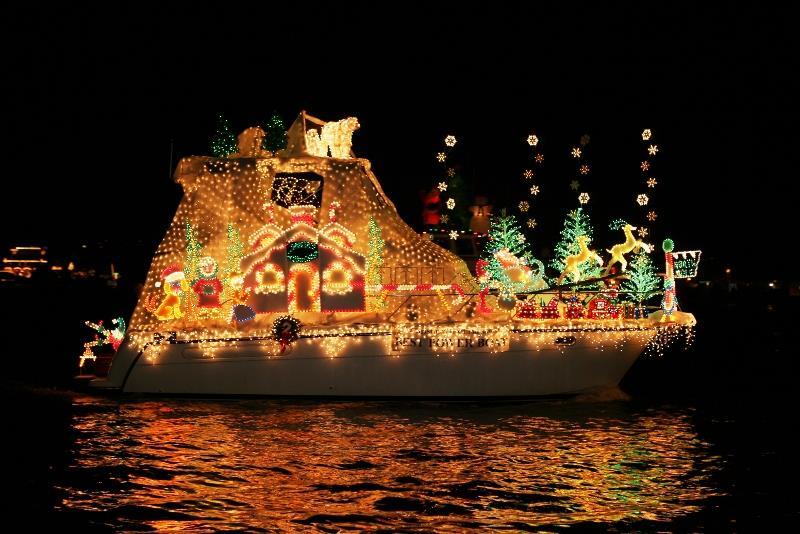 Balboa IslandNewport Beach Christmas Boat Parade - 2018